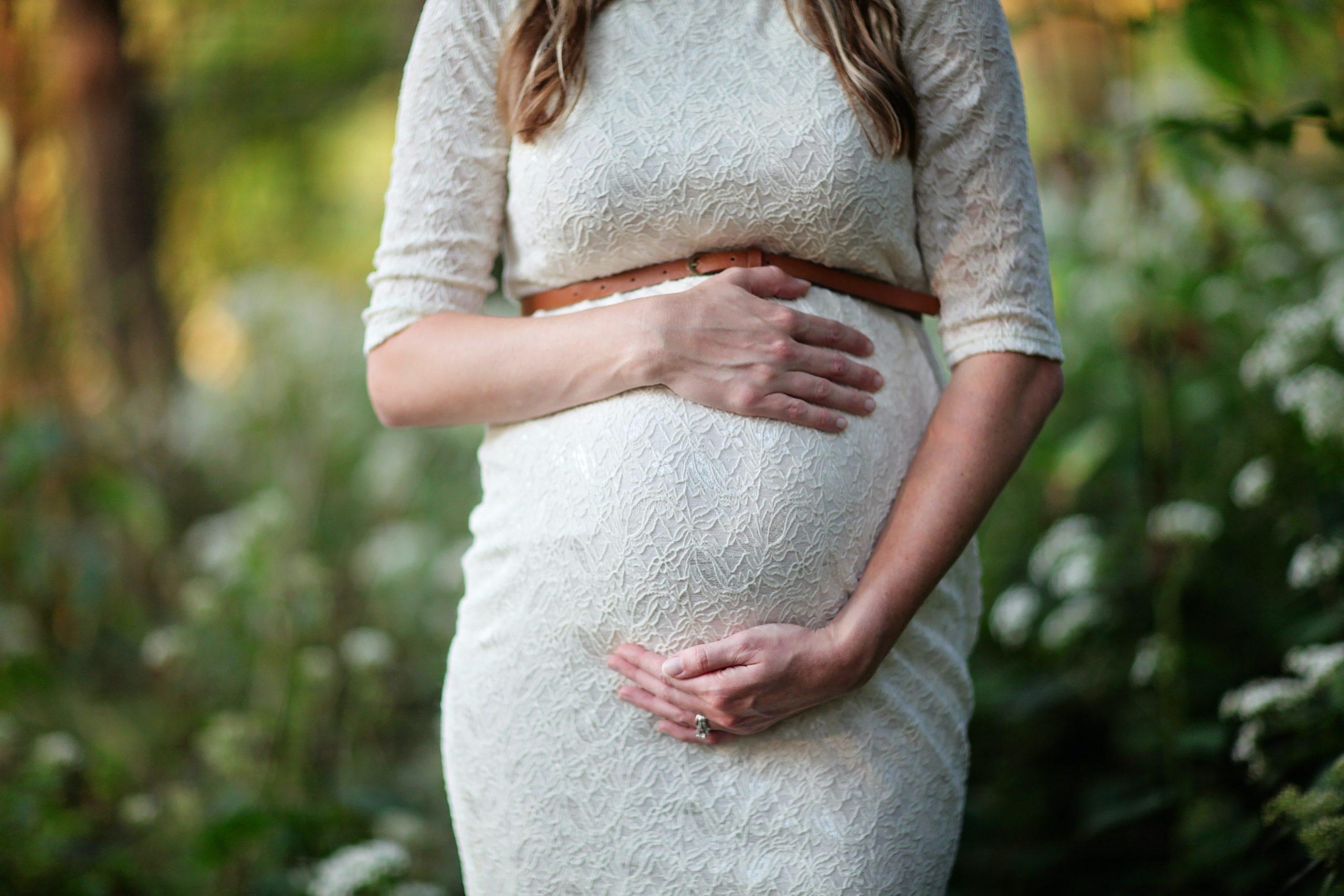 妊娠中の耳鳴りは治せる?出産後も続く?