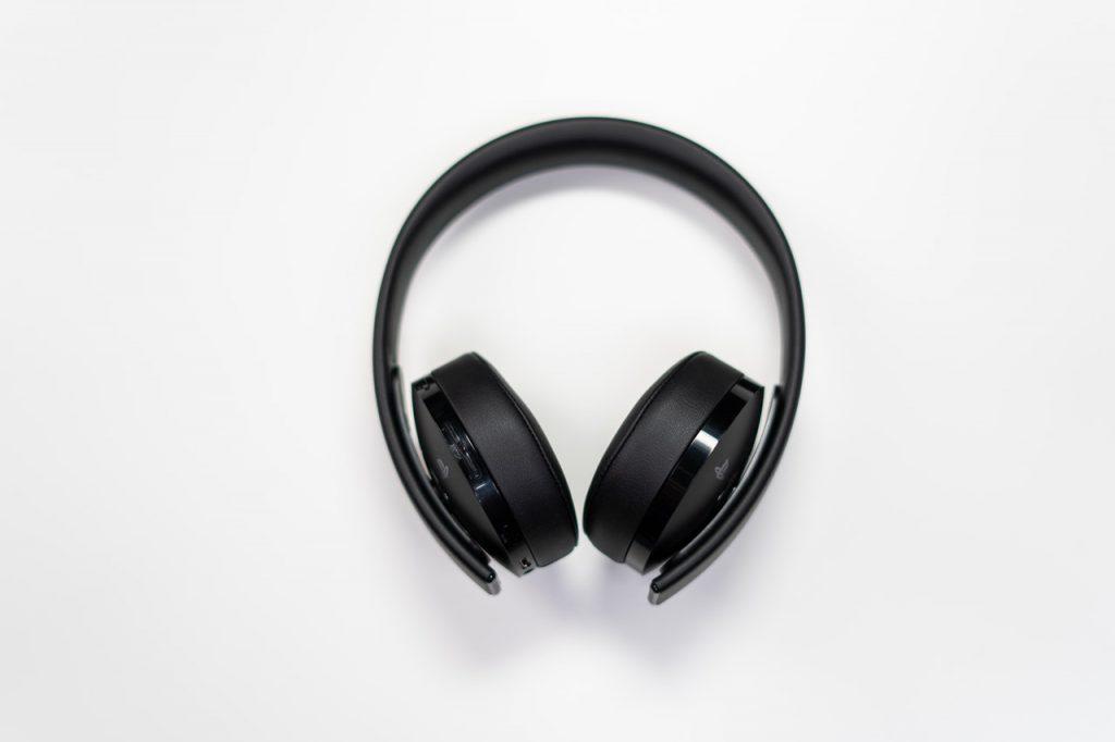 headphones aging hearing loss