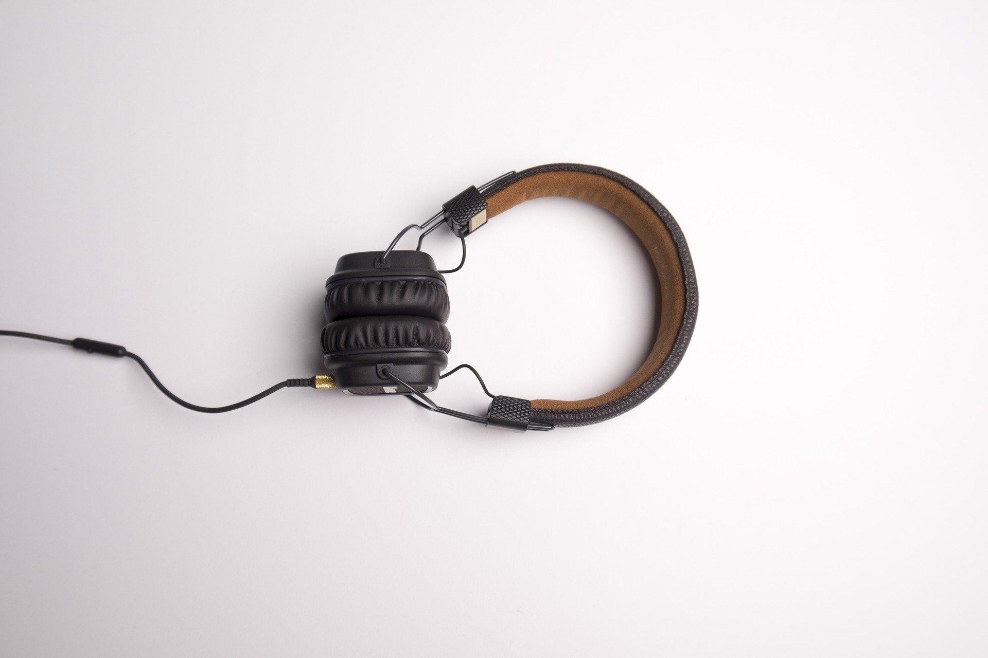 pair of headphones bicros hearing aids