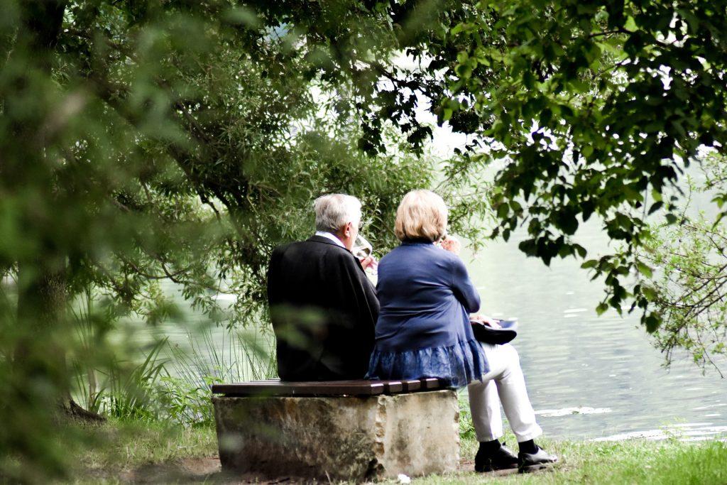 Old couple sitting Presbycusis